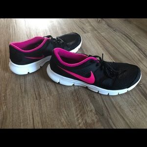 Women's Nike Size 10 Pink and Black Running Shoe